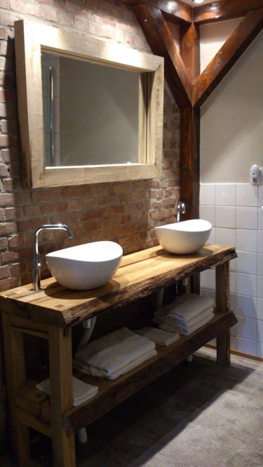 Iroko badkamermeubel robuust met houten poten en spiegel